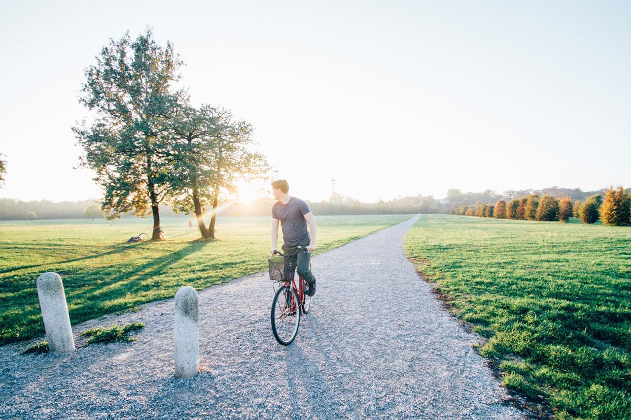Eine Radtour am sonnigen Feiertag