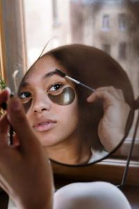 Augenbrauen mit Seife stylen