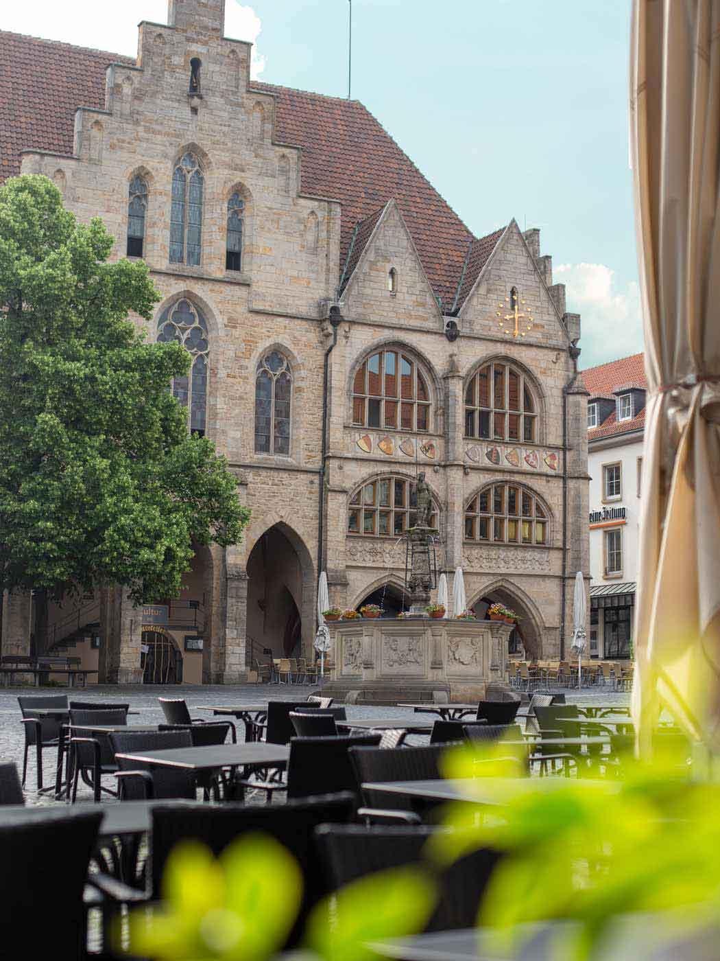 Der Hildesheimer Marktplatz mit Blick aufs Rathaus