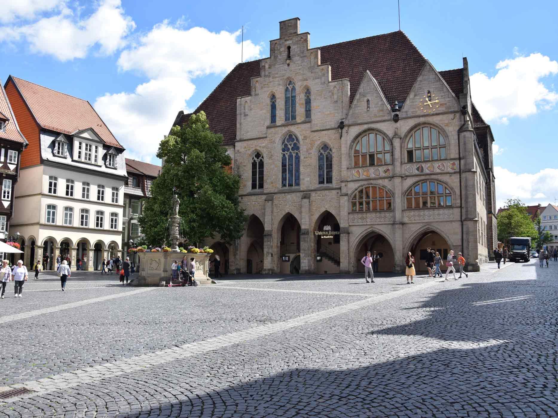 Marktplatz in Hildesheim mit Blick aufs Rathaus